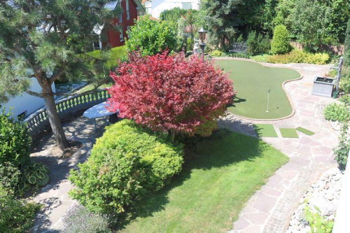 Phantastische Aussichtslage mit Traumgarten