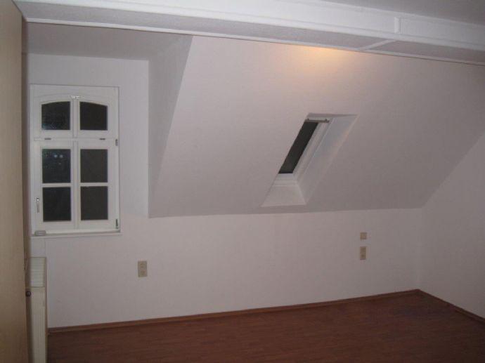 Gepflegte 3-Raum-Dachgeschosswohnung mit Einbauküche