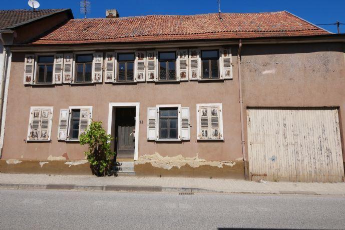 Machen Sie ein Schmuckstück draus : Großes, sanierungsbedürftiges Haus in Wallhausen zu verkaufen