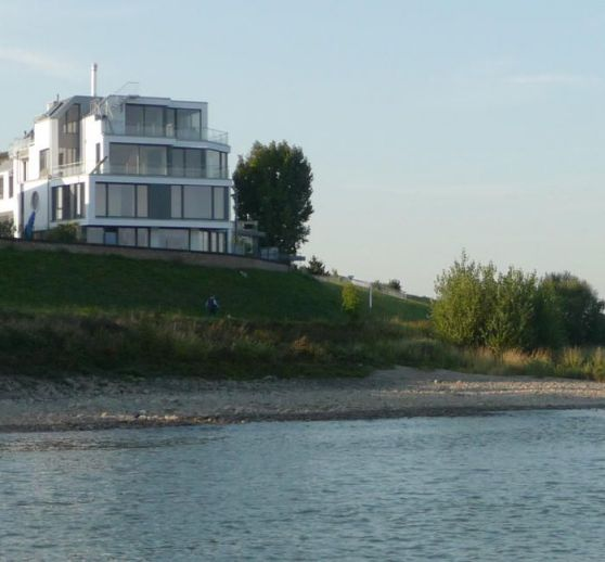*Exclusive maisonette apartment with a fantastic view of the Rhine*