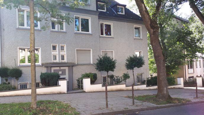 Nähe Uni-Klinikum - gepflegte 2 1/2-Raum-Wohnung 2. OG mit Balkon