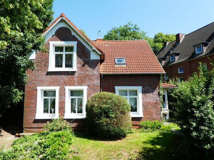 == Kapitänshaus mit Garten in zentraler Lage von Glückstadt ==
