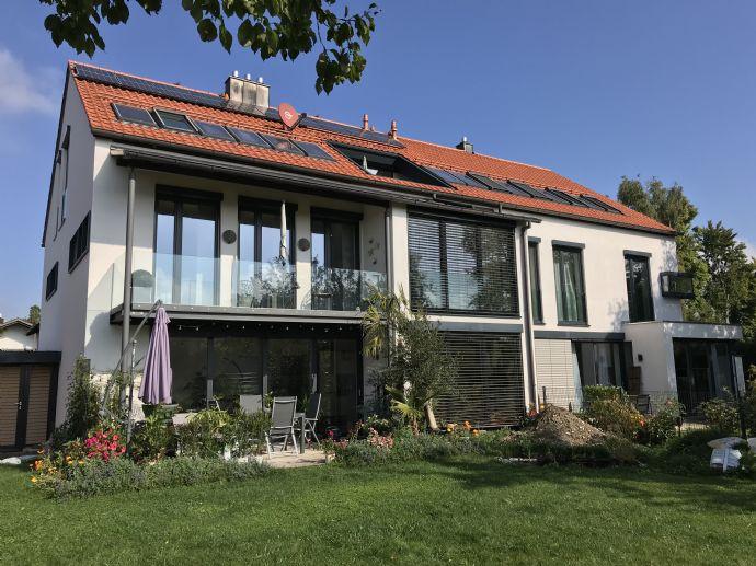 Schöne, möblierte zwei Zimmer DG-Wohnung mit Dachterrasse in Garching sucht neuen Mieter