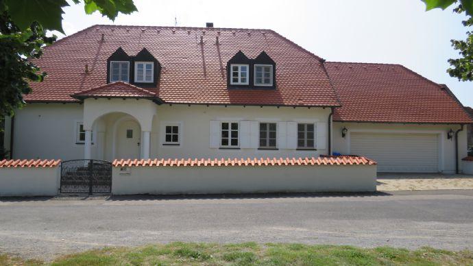 Prachtvolles Einfamilienhaus mit eingewachsenem Garten und viel Platz!
