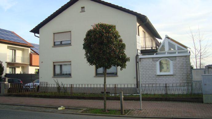 Zweifamilienhaus mit viel Potenzial und Bauplatz!