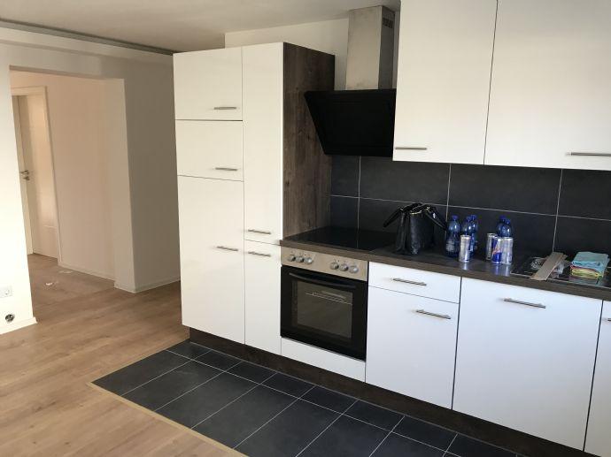 Erstbezug: Komplett renovierte 2,5 Zi.-Wohnung mit 20 qm Terrasse zu vermieten!