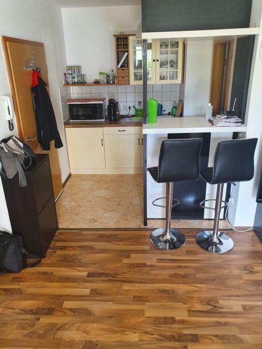 Möblierte 1 Zimmer  Wohnung zentral gelegen am  Fürther Stadtpark  mit Küchenzeile, Balkon und Tiefgaragenstellplatz !
