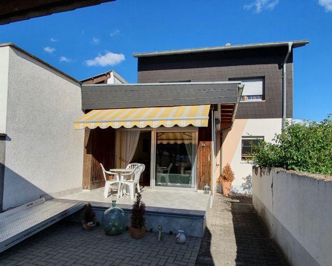 Freistehendes Einfamilienhaus in herrlicher Feldrandlage mit tollem Grundstück