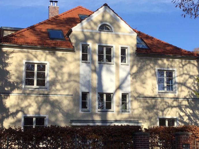 Bestlage Berlin-Schlachtensee: Traumhafte Dachgeschoß-Wohnung (ökologische Bauweise)