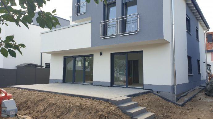 Neubau-Erstbezug, hochwertige 104,41 m² große 3-Zi-Gartenwohnung mit Terrasse