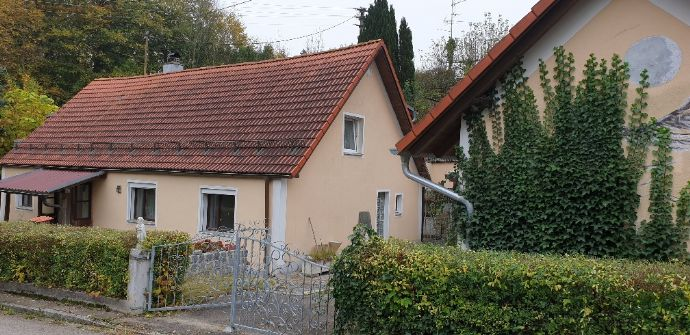 2 Familienhaus + 3 Apartments und Werkstatt in idyllischer Lage