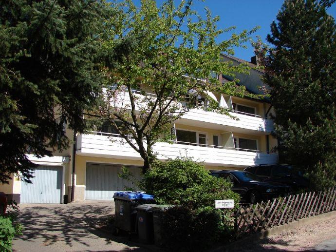 Renovierte Dachgeschosswohnung wartet auf Ihren neuen Bewohner! Küchenmöbel können übernommen werden....