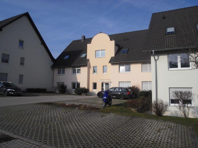 Schicke Eigentumswohnung über 2 Etagen mit Balkon und Einbauküche inkl. PKW-Stellplatz
