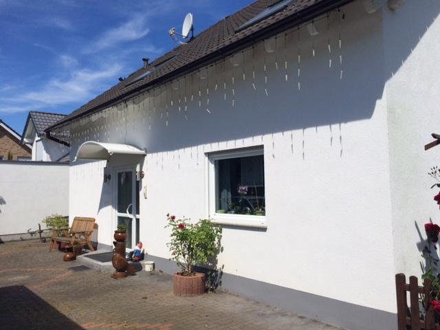 TOP-LAGE von Euskirchen! Sehr gepflegtes Zweifamilienhaus mit eigener Zufahrt