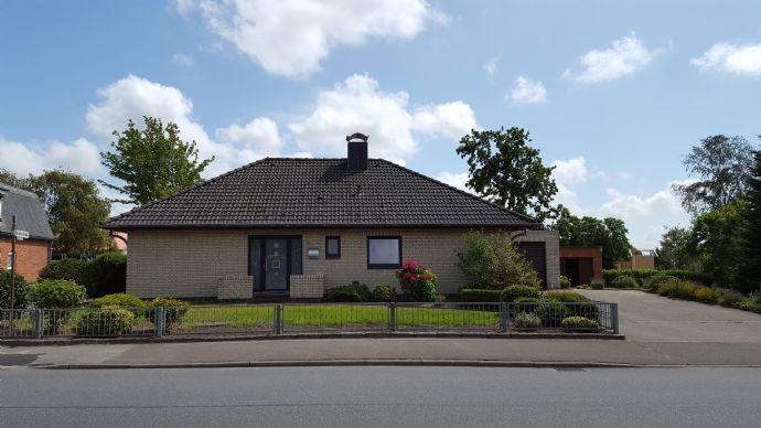Von privat: Schönes Einfamilienhaus/Bungalow in Sankt Michaelisdonn, voll unterkellert
