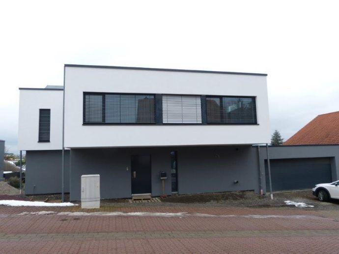 Neues exklusives Einfamilienhaus im Bauhaus-Stil