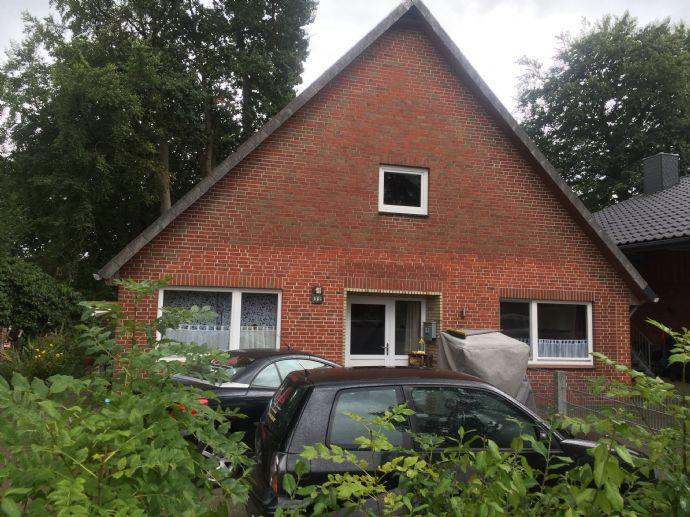 Teilsaniertes Doppelhaus mit Garten und Ausbaureserve in DG