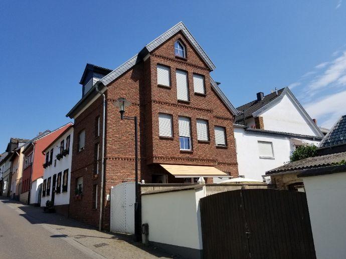 Anwesen mit Haupthaus und Anbau in zentraler Wohnlage