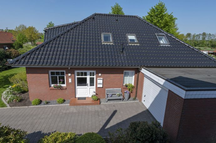 Exklusiver Winkelbungalow mit zwei Wohnungen und Garage in zentraler Wohnlage von Horneburg von Privat (ohne Maklercourtage) zu verkaufen