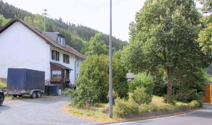 Freistehendes Zweifamilienhaus zu verkaufen