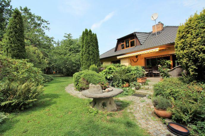 Ein Ein-, Zwei- oder Dreifamilienhaus? - eine ganz besondere Immobilie sucht passenden Käufer :-)