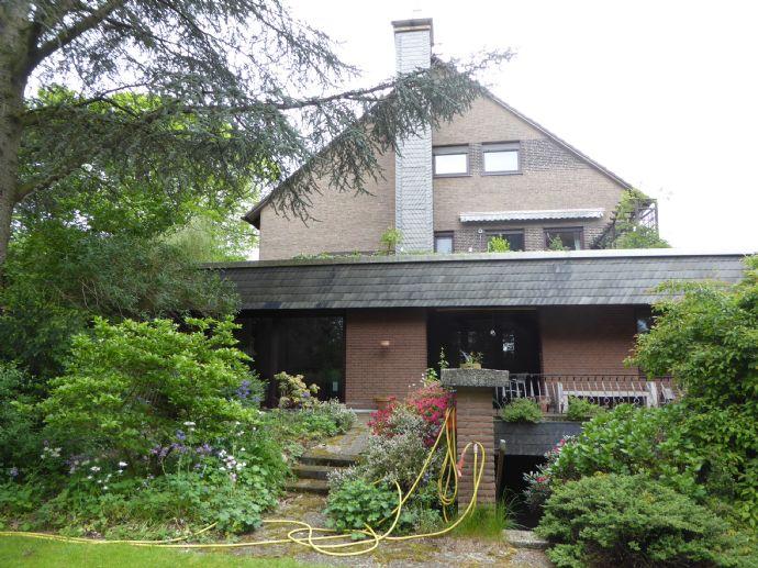 Ehemalige Landhausvilla Dortmund Nord-Ost in Alleinlage mit Garagen und viel Platz!