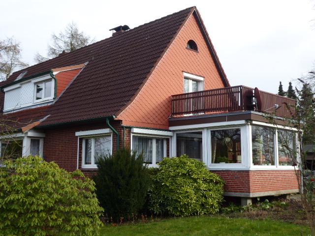 Doppelhaushälfte mit teilbarem 2.000 m²-Grundstück nahe dem Einfelder See in Neumünster