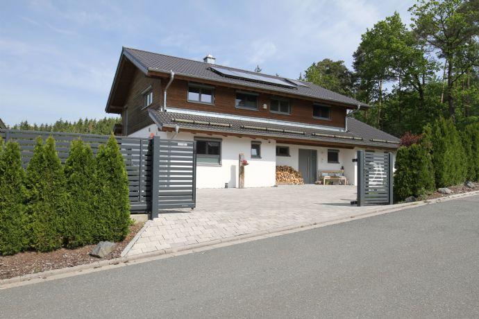 Traumhaus - Ökologisches Einfamilienwohnhaus in Holzbauweise mit sep. Gästehaus auf 4.298 m² Grund, Nähe Coburg