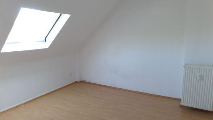 Gut geschnittene u. helle DG-Wohnung nähe Rheinpromenade