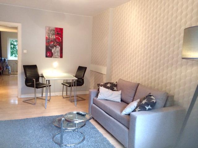 Modern / mit Stil/  möblierte 2 -Zimmerwohnung /  Balkon/ WLAN/  Inklusivmiete 1.250,00 € /Monat ! 01.05.2021 frei