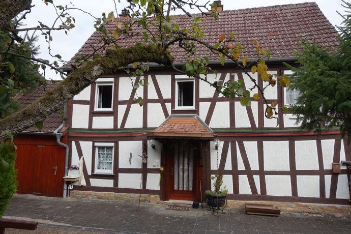 Restaurierte Fachwerk-Hofreite ca. 110 qm Wfl. + Scheune u. Garage,tück ca. 1000 qm Grundstück