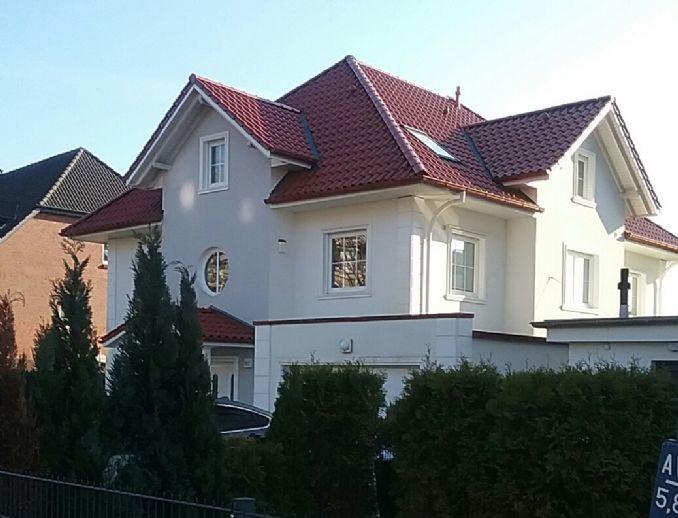Stadt-Villa mit Schwimmbad, nah zum Bergedorfer Centrum *COURTAGEFREI*