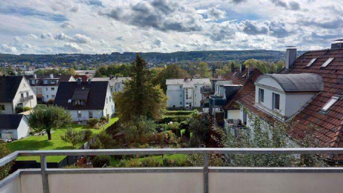 Renovierte 3-Zimmer-Dachgeschoss-Wohnung mit modernem Bad und herrlicher Aussicht!