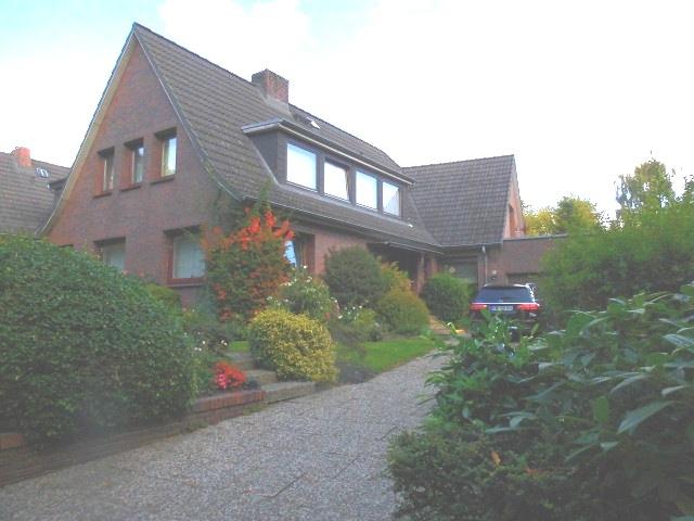 Sehr gepflegtes und geräumiges Einfamilienhaus mit schönem Grundstück