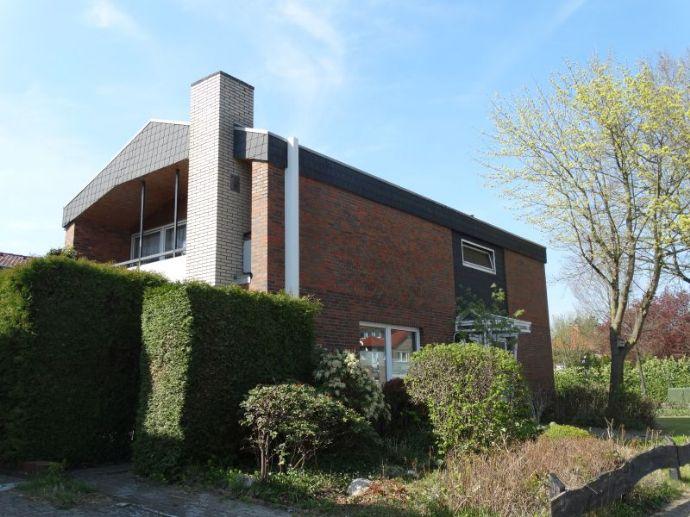 Hübsches Einfamilienhaus mit Kamin, Terrasse und Balkon, Petersfehn I