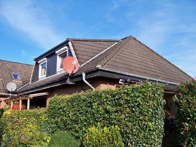 Solides Wohnhaus in ruhiger, guter Lage, Carport, Kaminofen