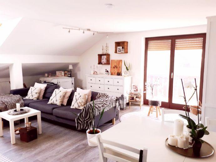 Großzügige 2-Zimmer-Dachgeschoss-Wohnung in Brunnen zu vermieten!