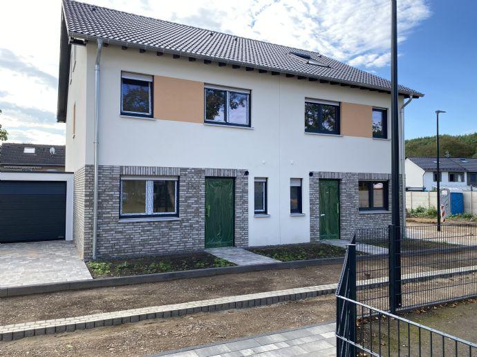 Neubau-Doppelhaushälfte in Hürth-Berrenrath Ortsmitte
