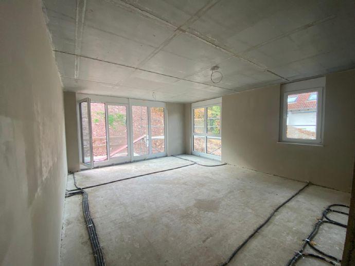 Großzügige 6-Zimmer-Wohnung mit Balkon und TG-Stellplatz in gefragter Wohnlage