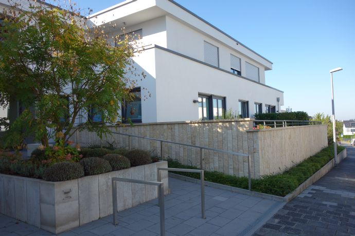Seniorengerechte exklusive 3 Zimmer Wohnung in Dreieichenhain