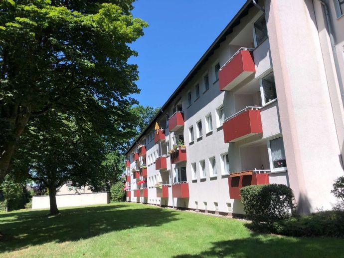 Schön geschnittene 3-Zimmerwohnung mit Balkon im beliebten Wedel