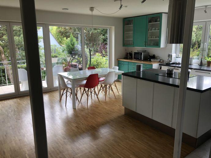 Helle 4-Zi Wohnung mit offener Küche, großem Wohn-Essbereich, Fußbodenheizung und 2 Bädern