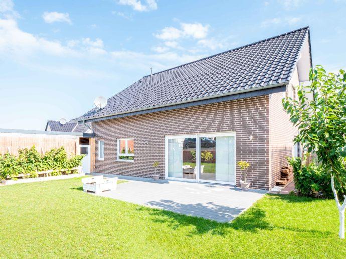 Neuwertiges Einfamilienhaus mit Einliegerwohnung