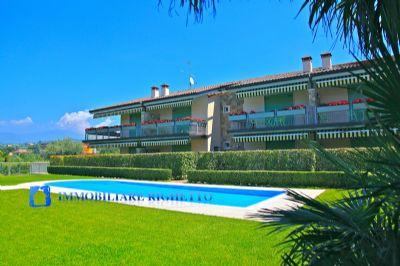 CISANO DI BARDOLINO: Top-Eckwohnung in kleiner Wohnanlage mit  Pool und Seeblick