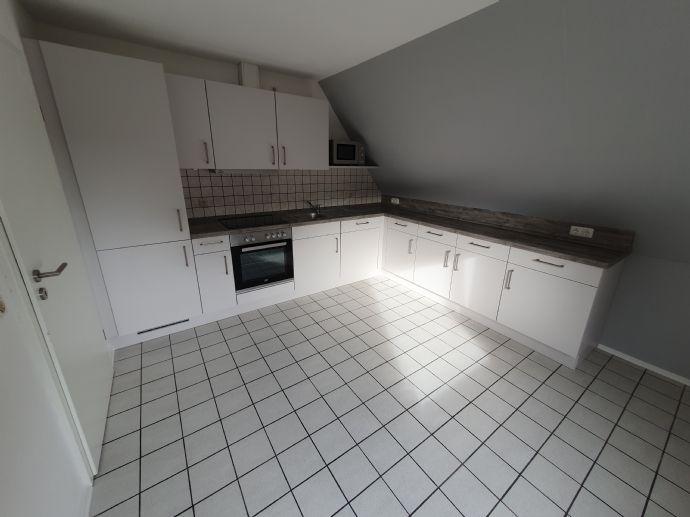 Renovierte 2-Zimmer-Wohnung, Küche, Bad mit Terrasse