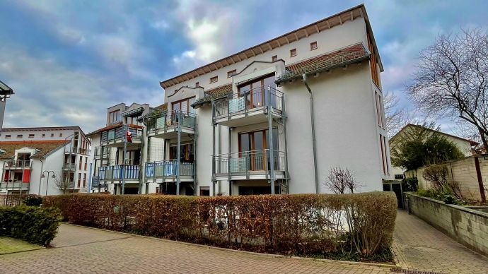 Stilvolle, geräumige und vollständig renovierte 2-Zimmer-Wohnung mit Balkon in Budenheim