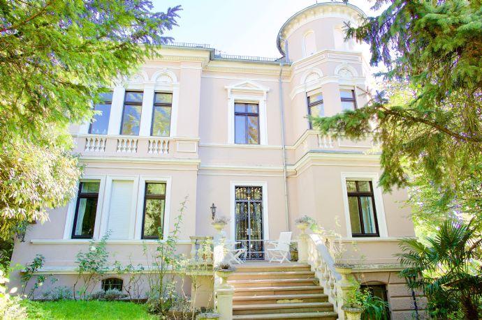 Luxuriöse Altbauwohnung im Hochparterre 300 Meter nahe Kurpark Wiesbaden Sonnenberg