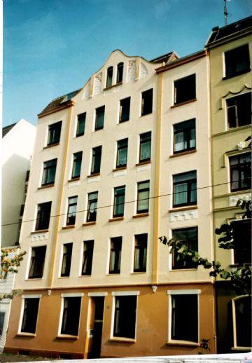 Vermietung einer kleinen Eigentumswohnung    Balkon Hochparterre   zentrale   ruhige Lage    modernisiert   ordentliches Haus