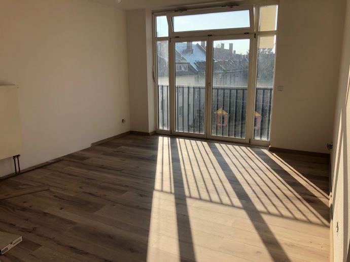 Neu renovierte 3,5 Zimmer-Wohnung mit sonnigem Balkon Einbauküche und Klimaanlage