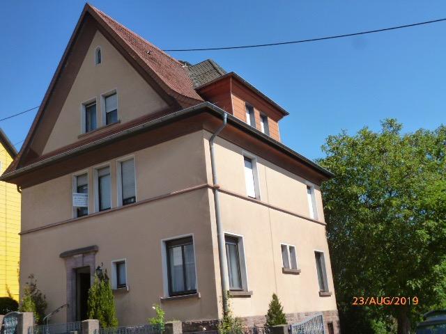 Wannemacher Immobilien **** Stilvolles Einfamilienhaus mit viel Potential in Schiffweiler ****